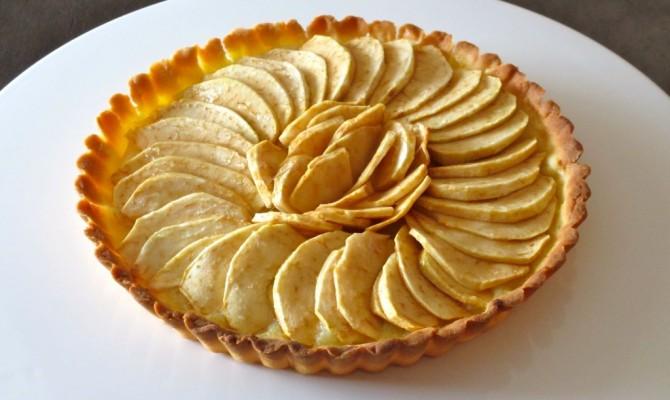 tarte aux pommes sur son lit de compote diet d lices recettes diet tiques. Black Bedroom Furniture Sets. Home Design Ideas