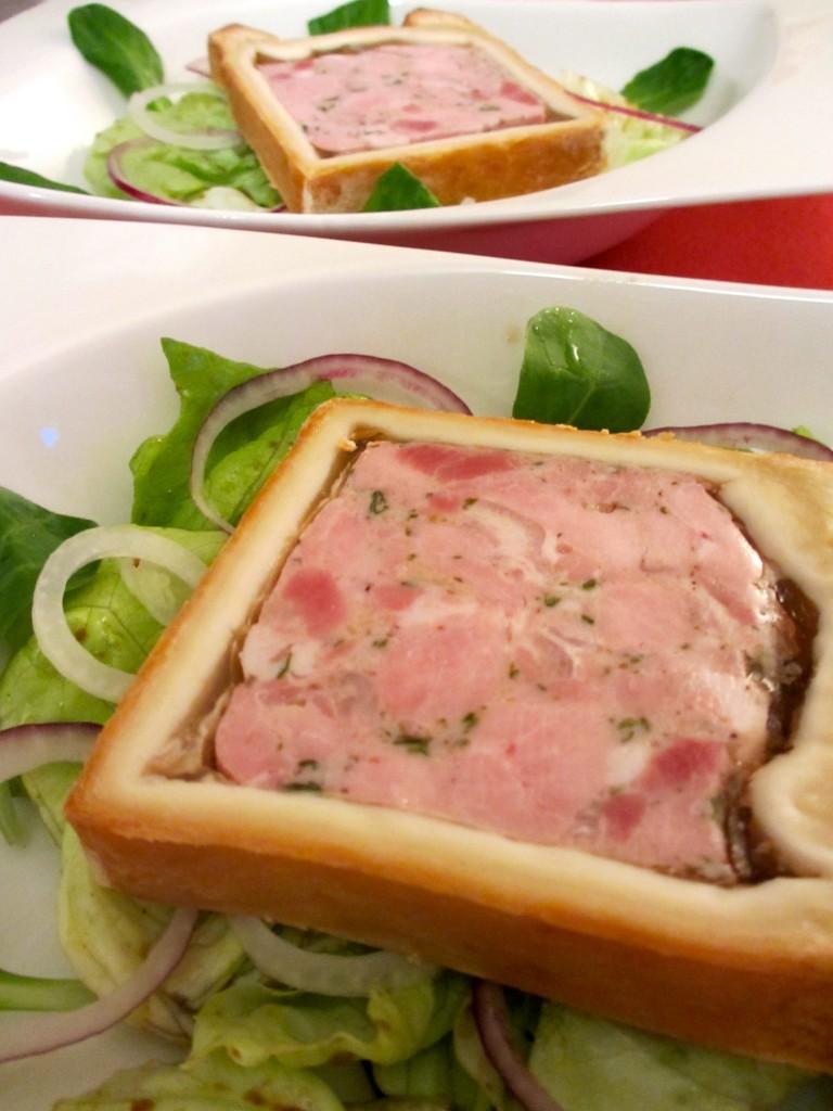 P t en cro te sur lit de salade verte truff e diet d lices recettes diet tiques - Salade verte calorie ...