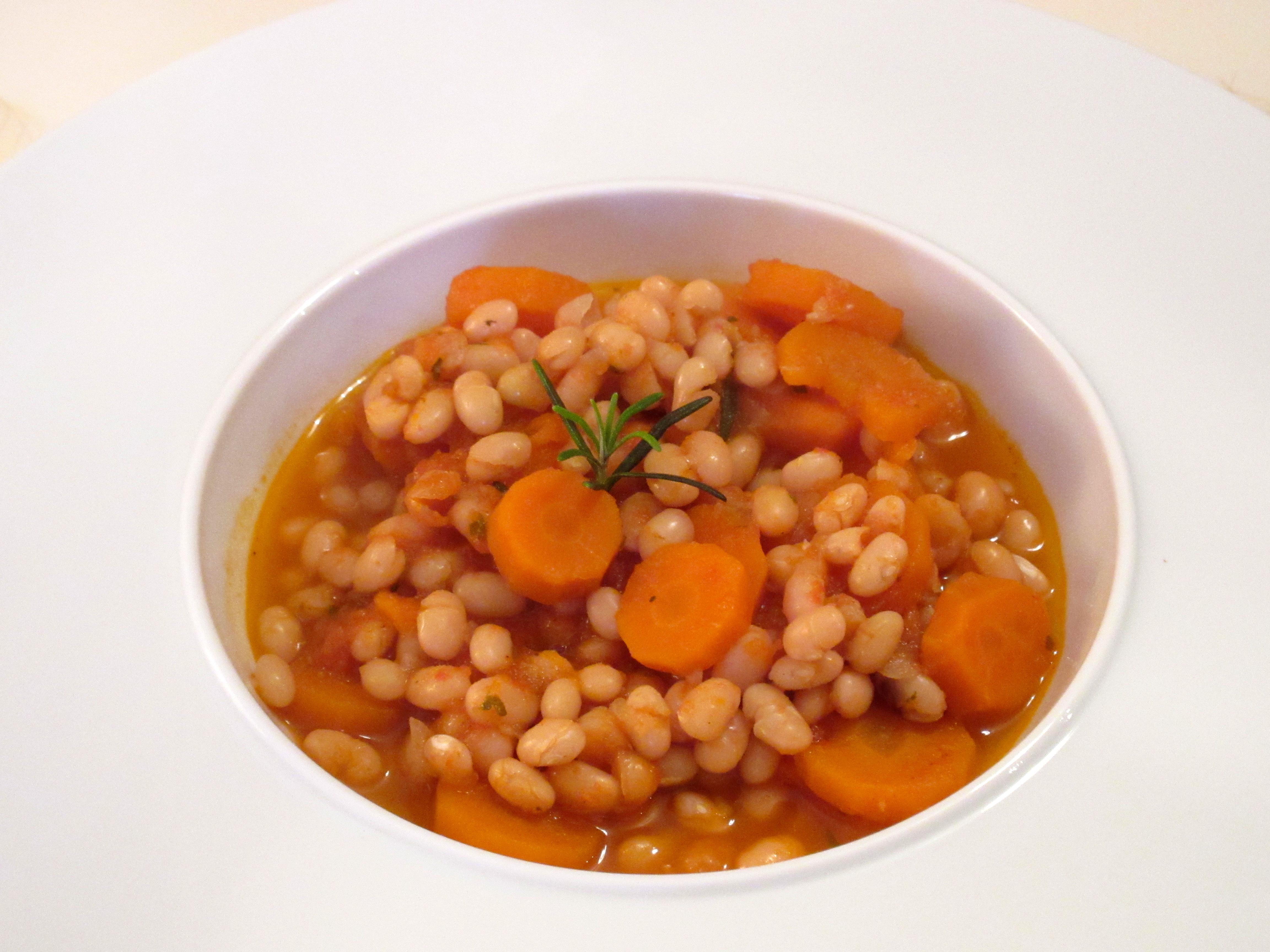 Haricots blancs et carottes mijotés à la sauce tomate : t ... on