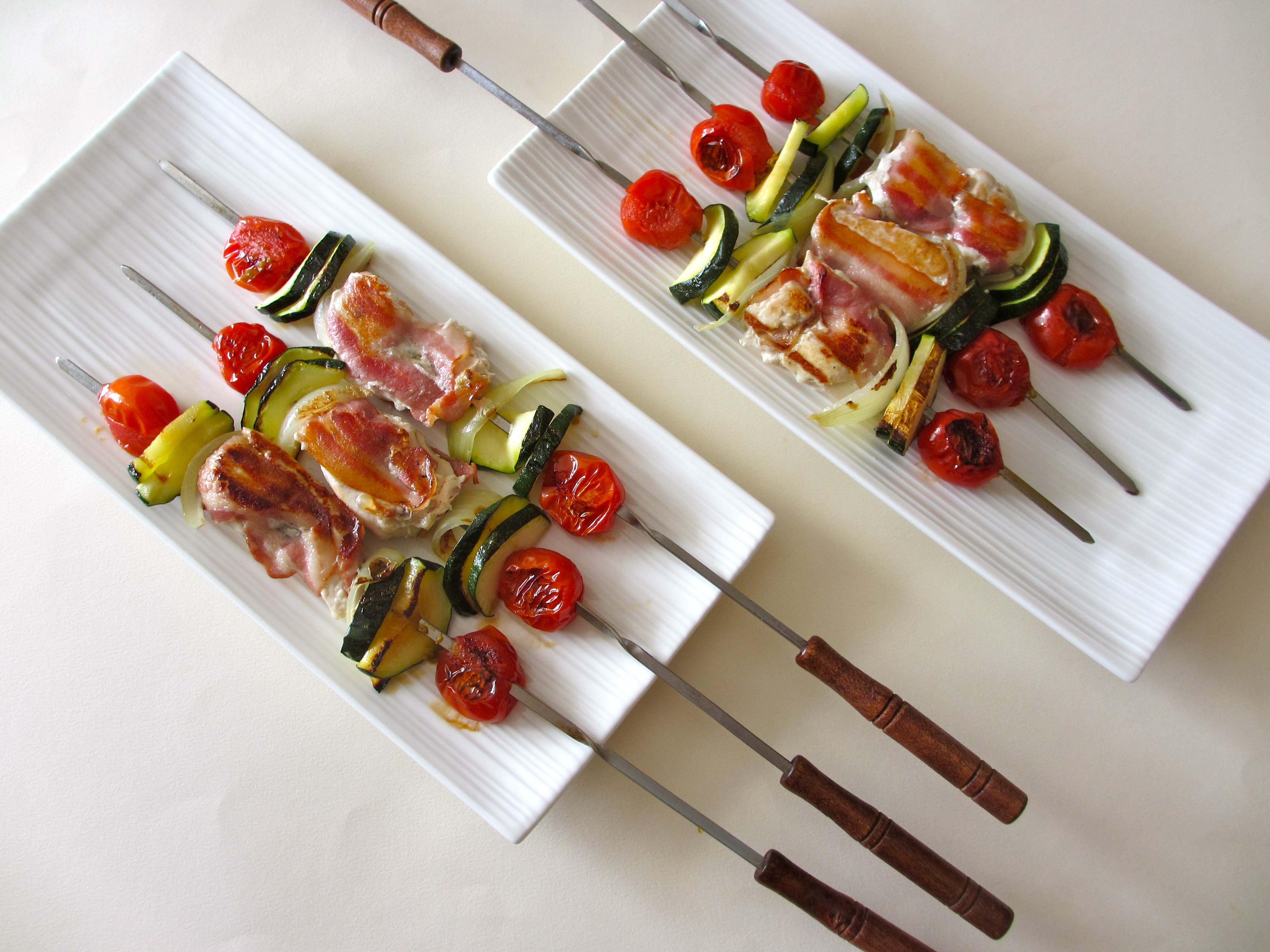 Brochettes de poulet marin aux lards et petits l gumes - Brochettes de poissons marines et grilles ...