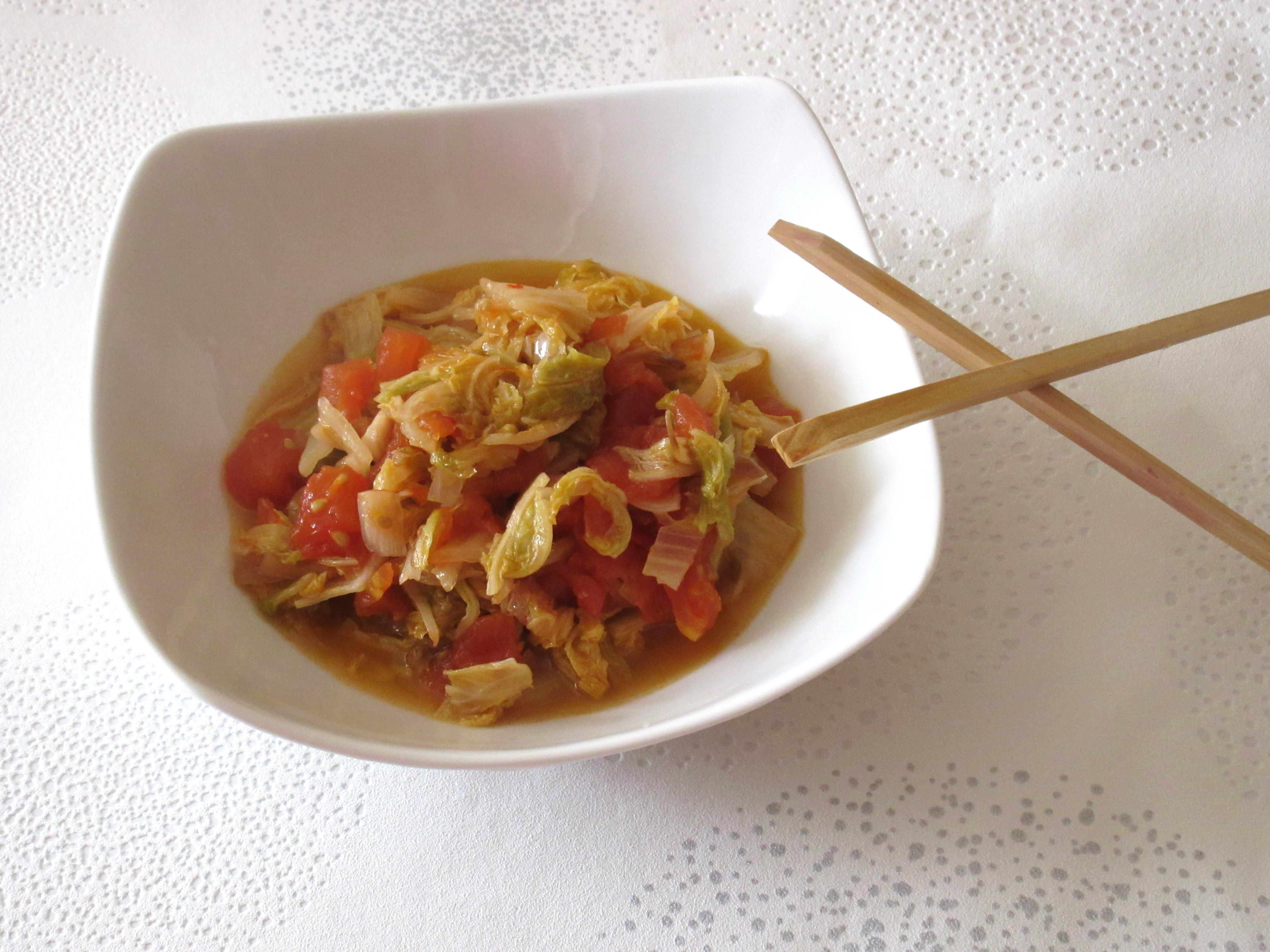 Poêlée de chou chinois aux tomates