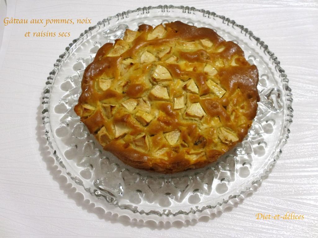 Gâteau aux pommes, noix et raisins secs