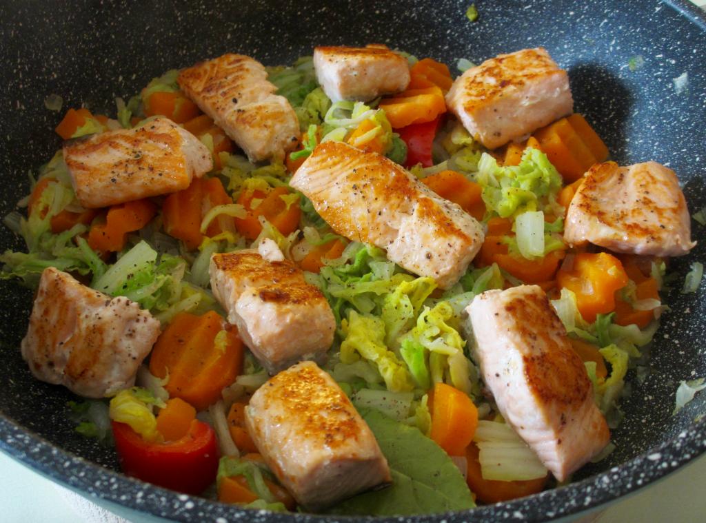 po l e de chou chinois aux carottes et au saumon diet d lices recettes diet tiques. Black Bedroom Furniture Sets. Home Design Ideas