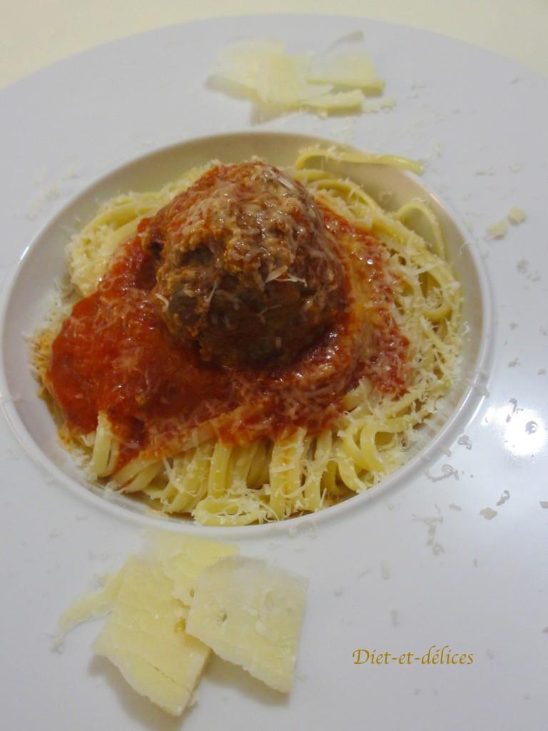 Boulettes de boeuf mijotées à la tomate
