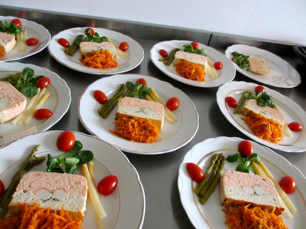 Terrine de poisson bicolore diet d lices recettes diet tiques - Decoration de salade sur assiette ...